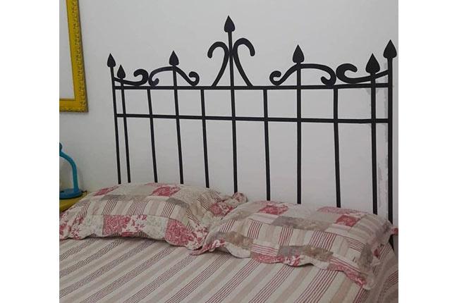 cabeceira de cama com fita isolante